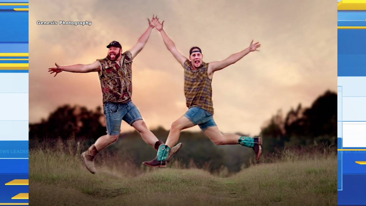 Bromance photoshoot between 2 Arkansas cousins goes viral