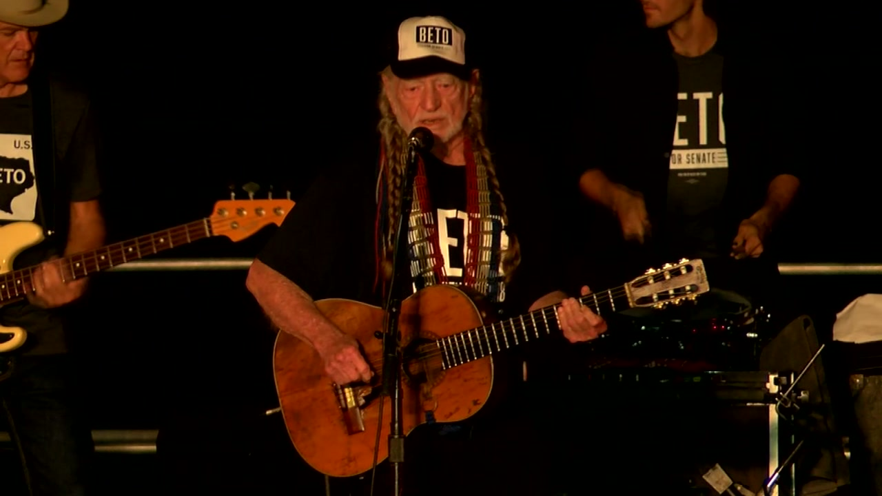 Country star Willie Nelson headlines Beto ORourke rally with song Vote Em Out