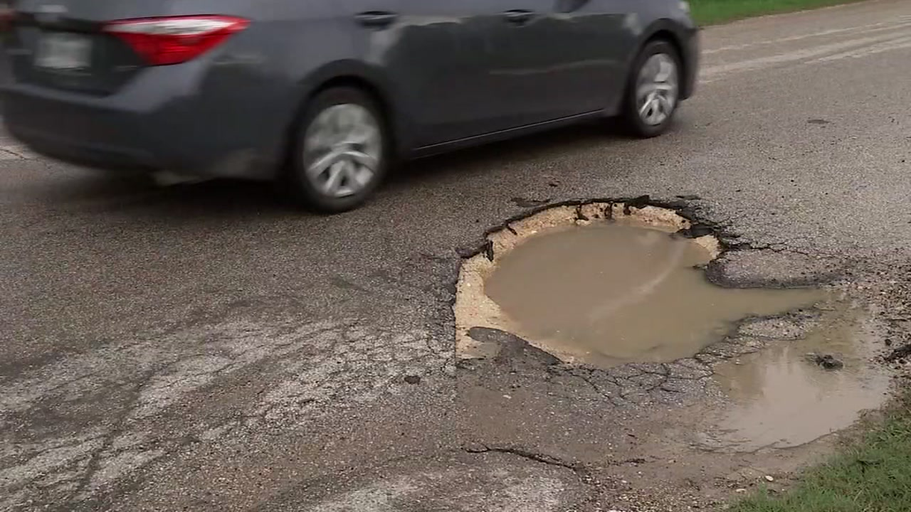 ABC13s Steven Romo speaks to one of the residents taking on Dickinsons pothole problem on their own.