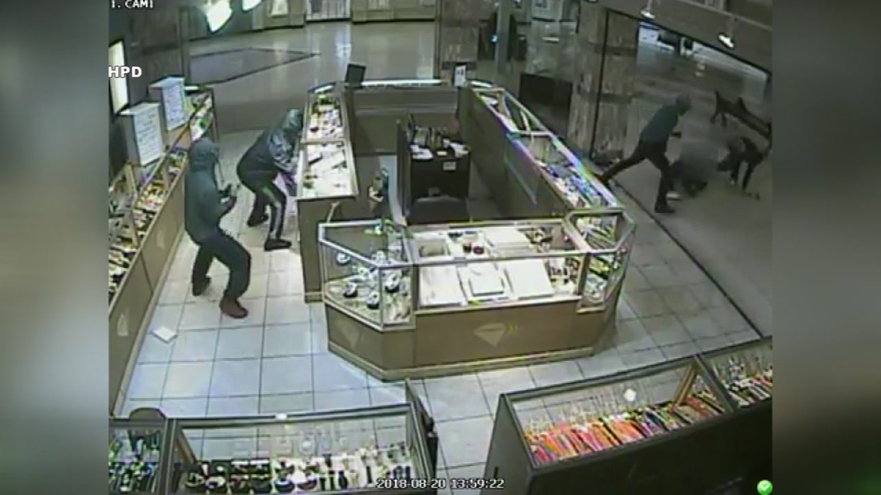 New video shows suspects wanted in jewelry store robbery