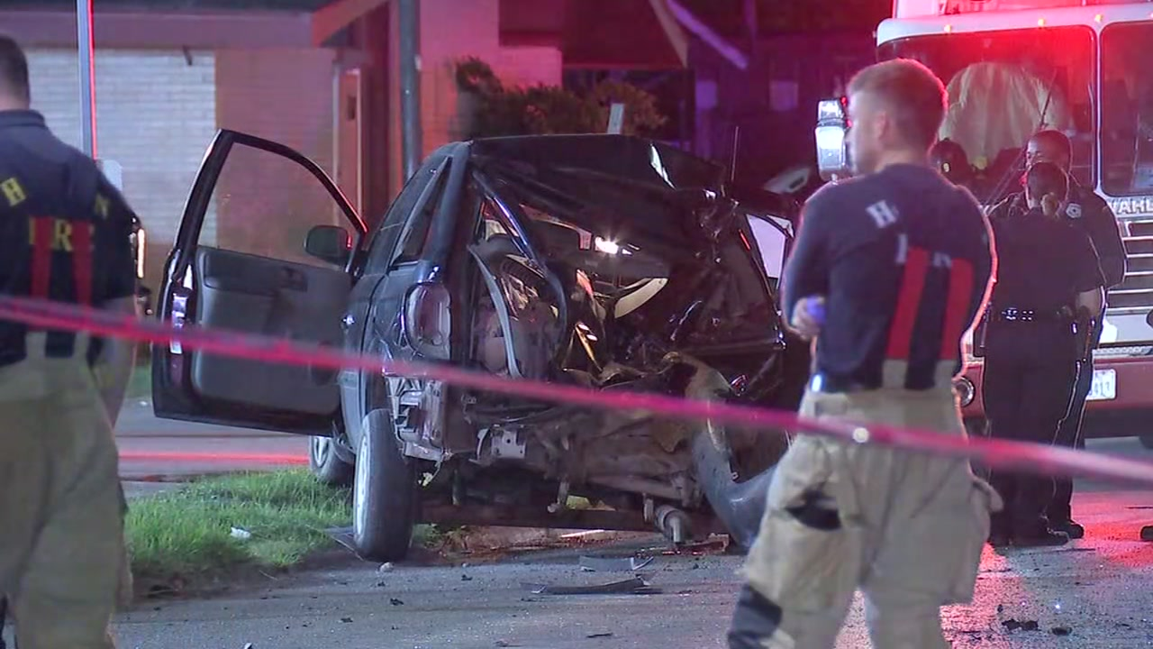 1 person dead after 6-vehicle crash in northeast Houston