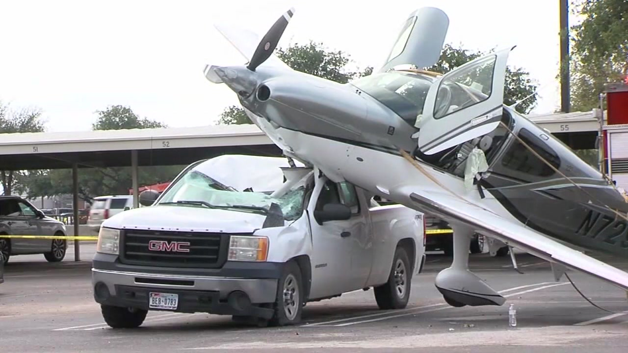 2 people injured after small plane parachutes into vehicle