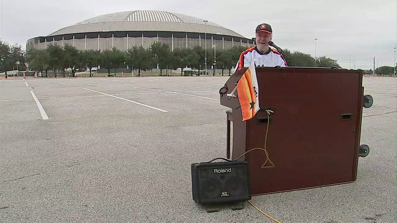 Astrodome organist keeps on playing well into the Stros modern day