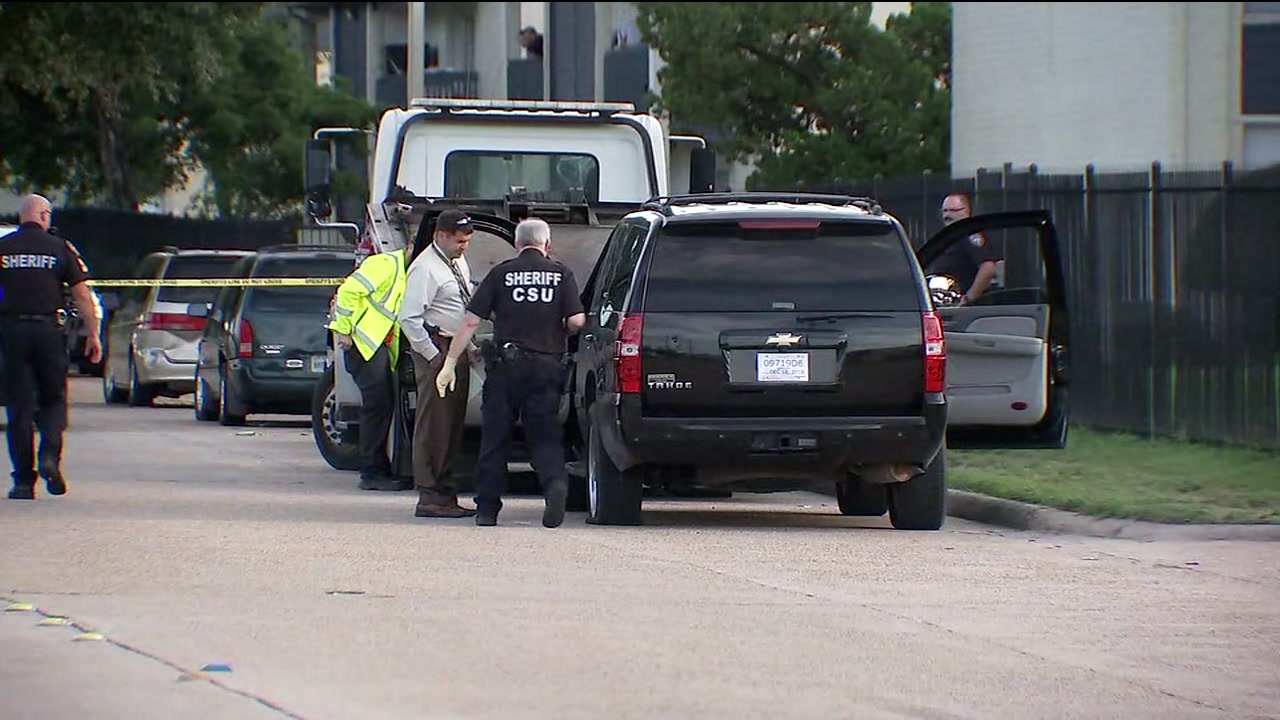 Man shot to death in front of 3 kids in northwest Harris County