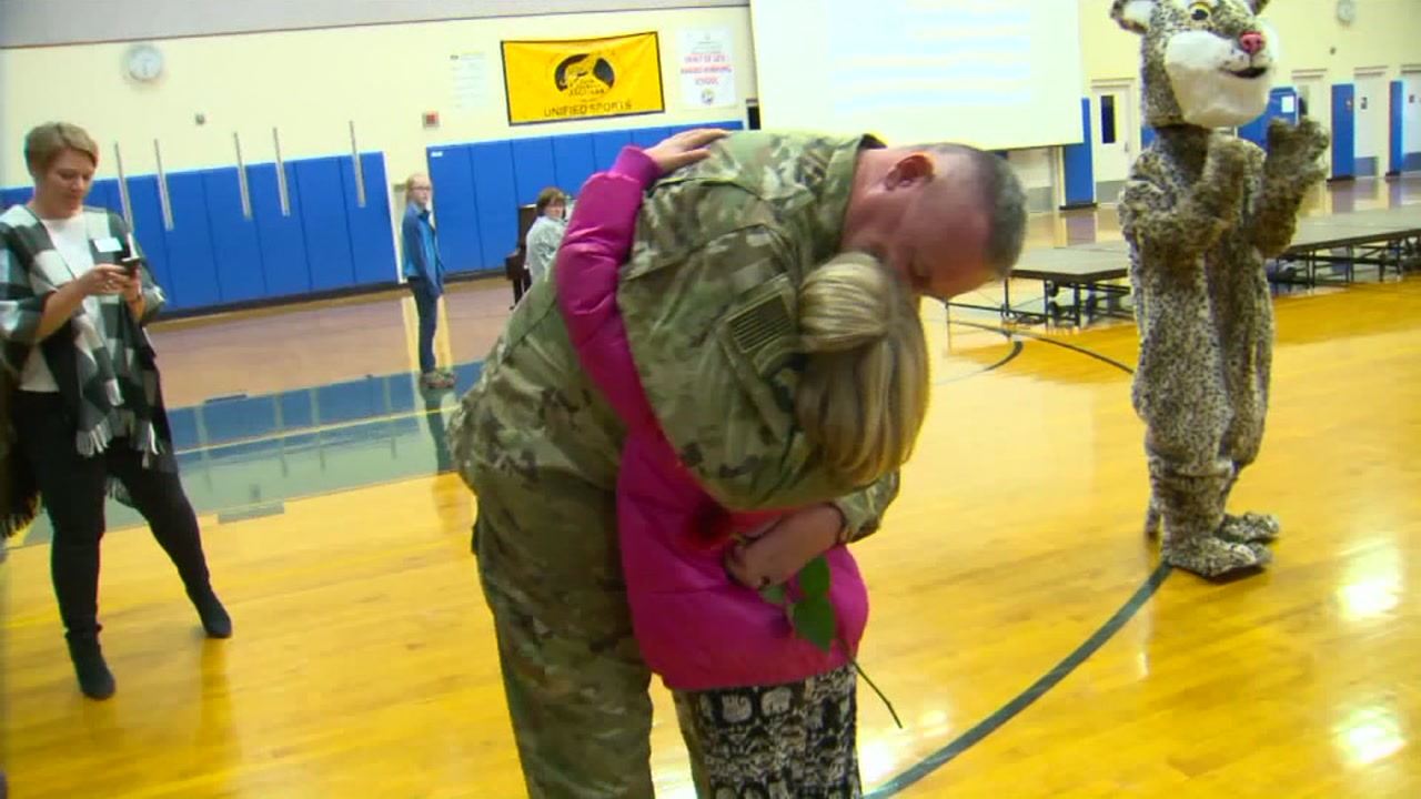 Man in the U.S. Army returns home and surprises 9-year-old daughter at school
