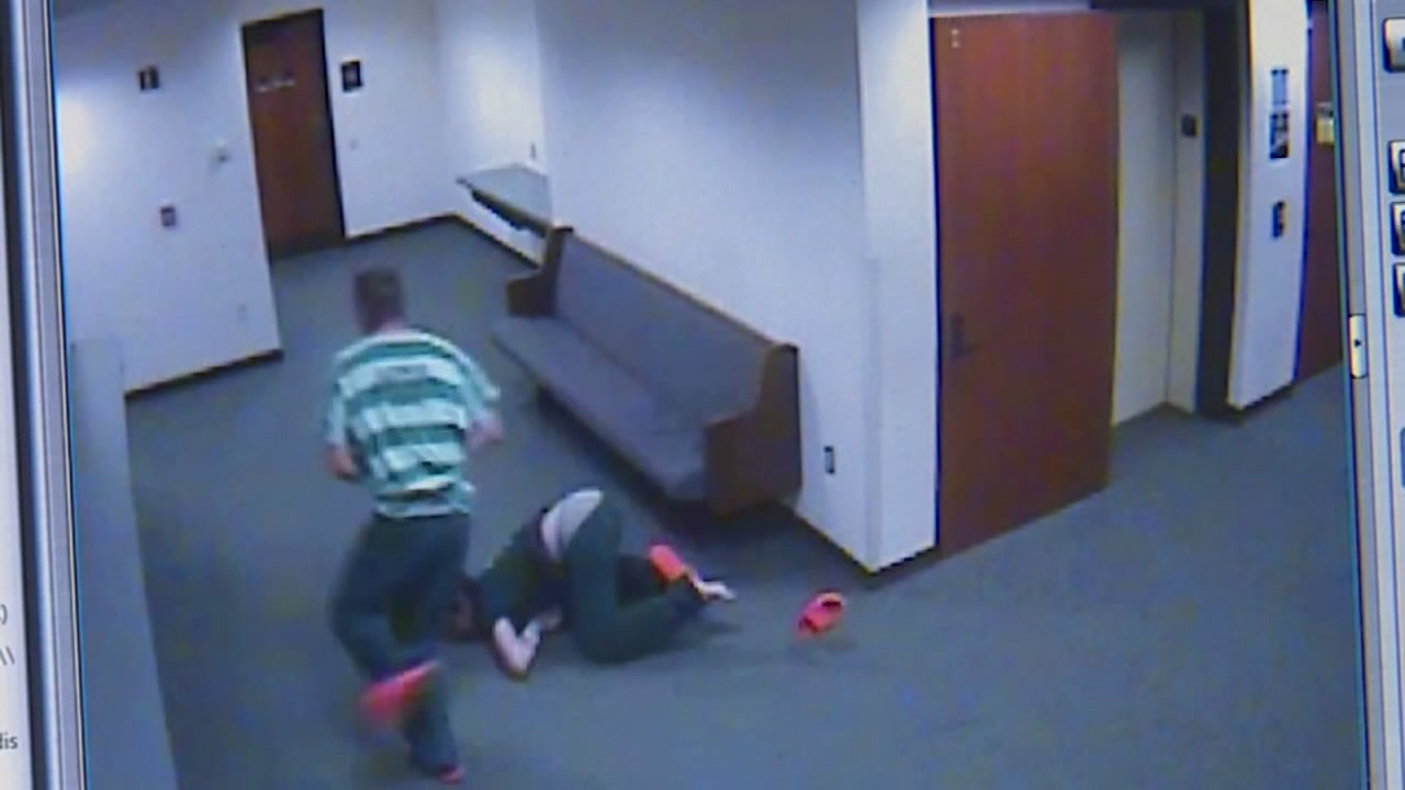 Judge chases after suspects in handcuffs during court appearance
