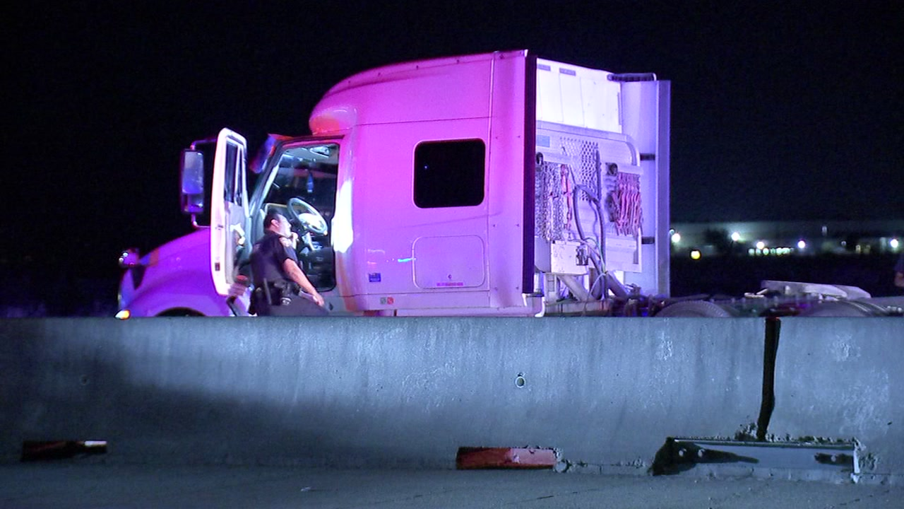 A man driving an 18-wheeler cab took deputies on a wild chase for more than an hour while a woman and two children were inside.