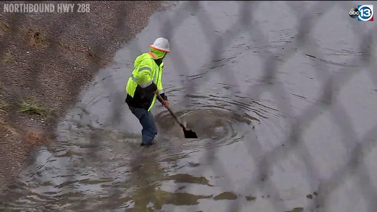 ABC13s Deborah Wrigley captured a highway hero who worked alone to unclog a drain that caused Highway 288 to flood.
