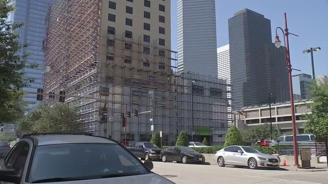 Officials clear scene of scaffolding collapse