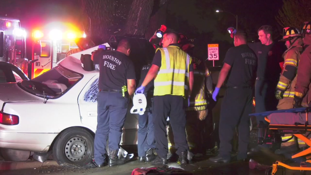 Pizza driver dies after crashing on Braeswood