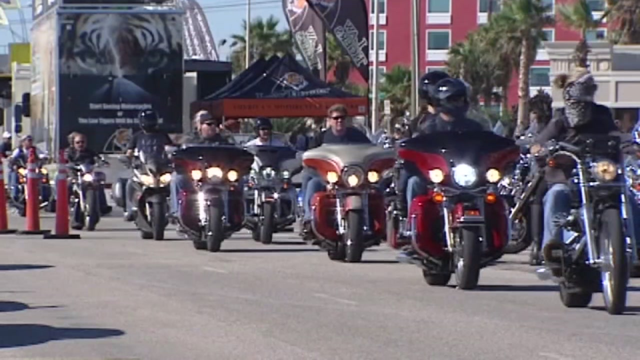 Bikers pour into Galveston for Lone Star Rally this weekend