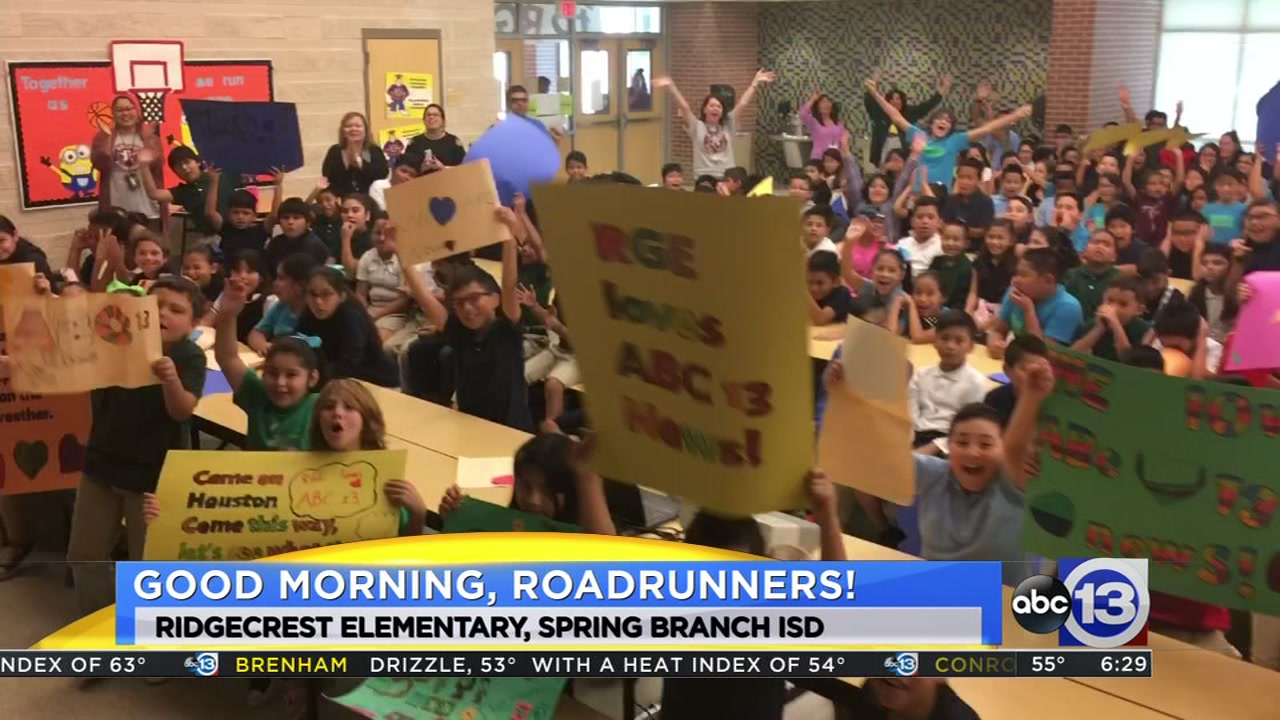 Meteorologist Travis Herzog visits the Ridgecrest Roadrunners in Spring Branch