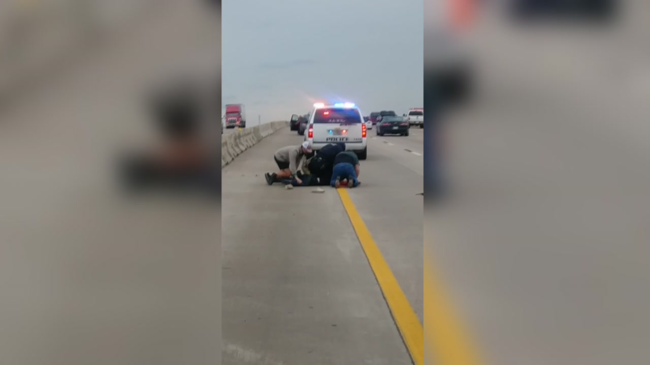 These vigilant citizens will make sure this man thinks twice before resisting arrest.