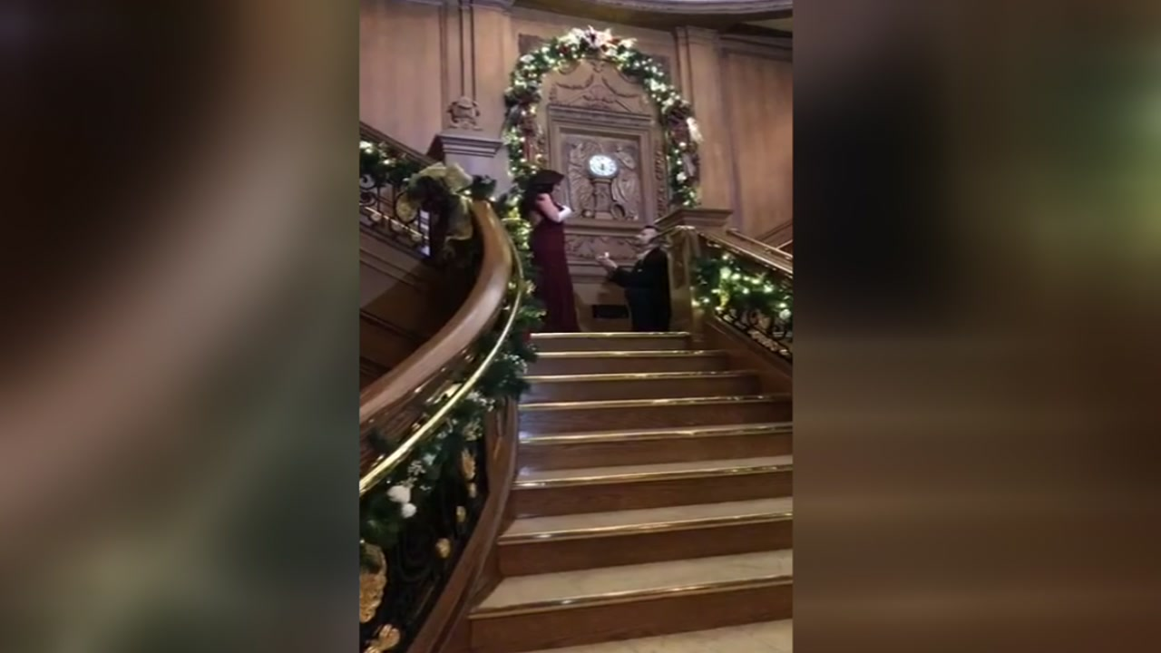 Houston man gives his girlfriend Titanic-inspired proposal
