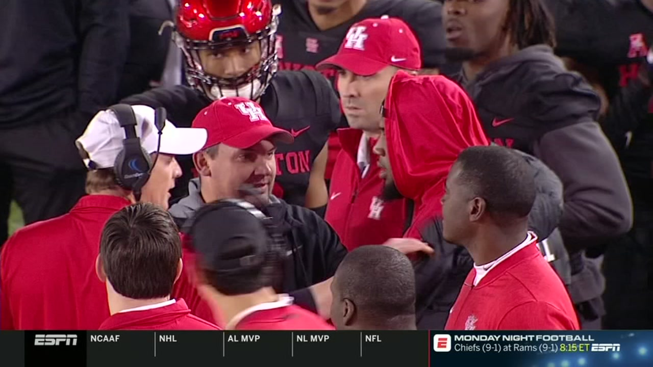UH star Ed Oliver and head coach Major Applewhite get into heated argument on sideline