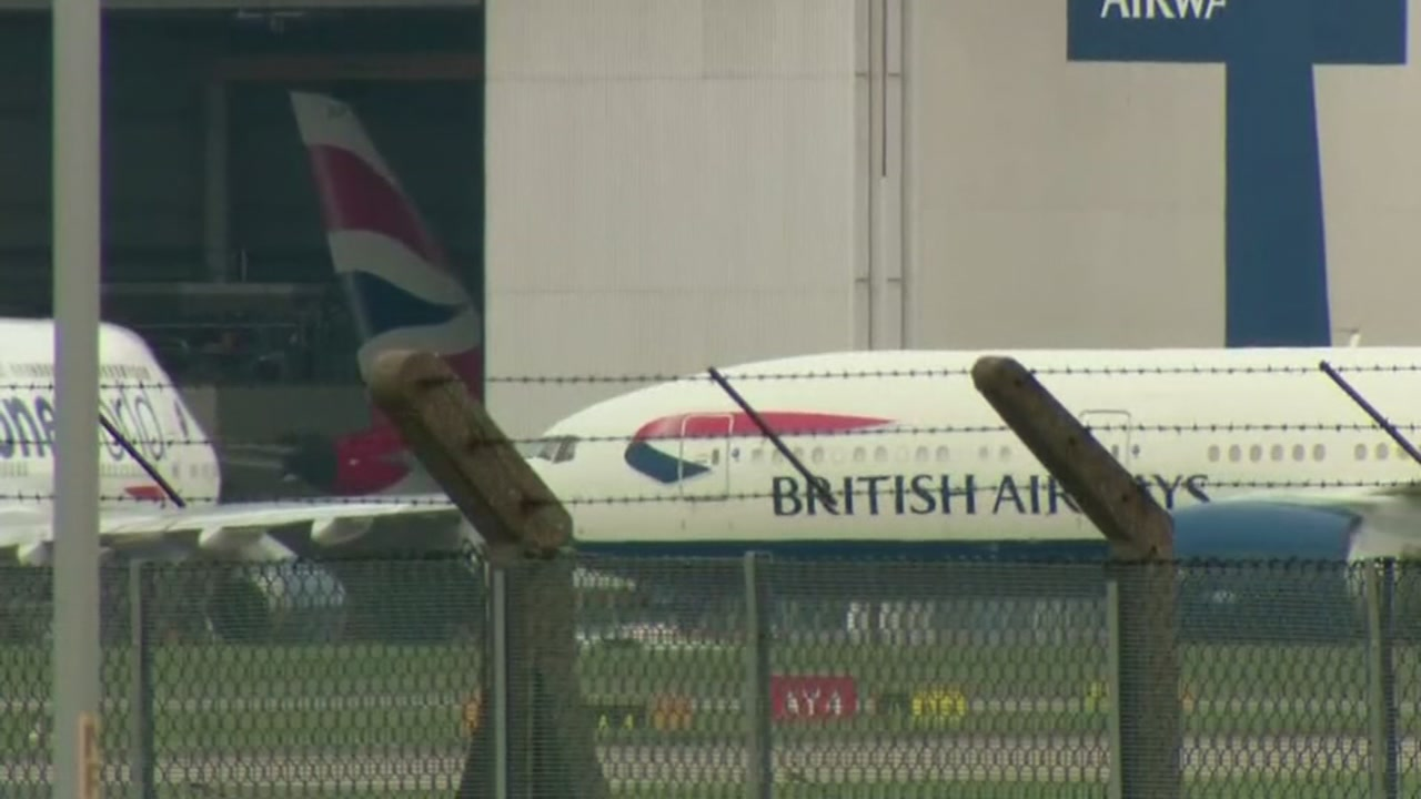Man sues British Airways over obese passenger
