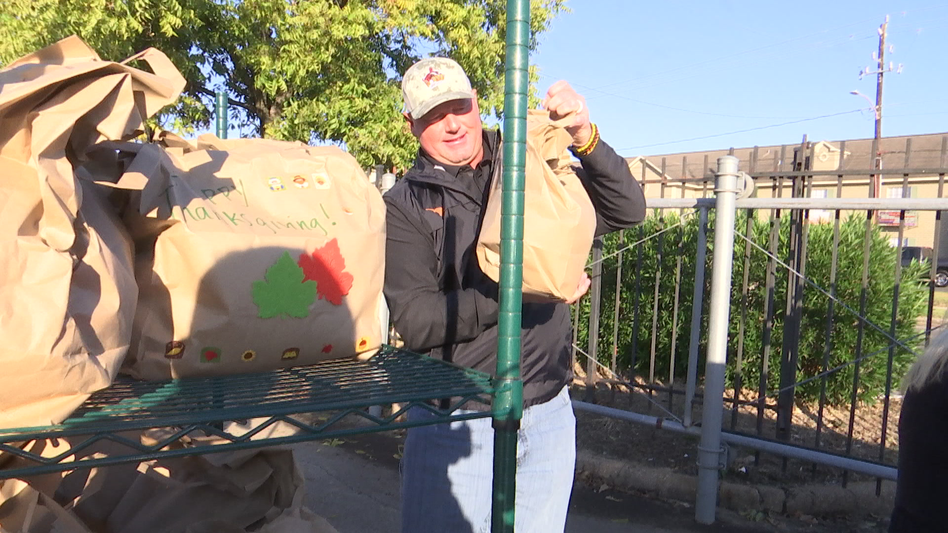 Roger Clemens delivers turkeys 1,600 meals to families in need