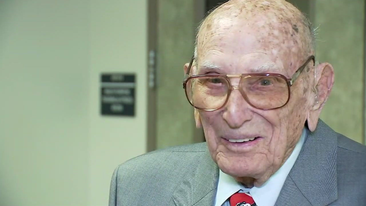 World War II vet retires as Texas oldest certified lawman at 98