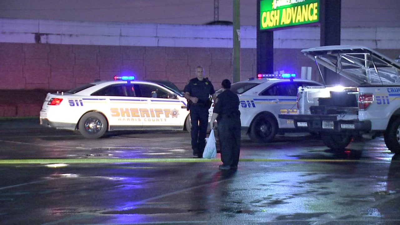 Man found shot to death in parking lot of strip center in Channelview