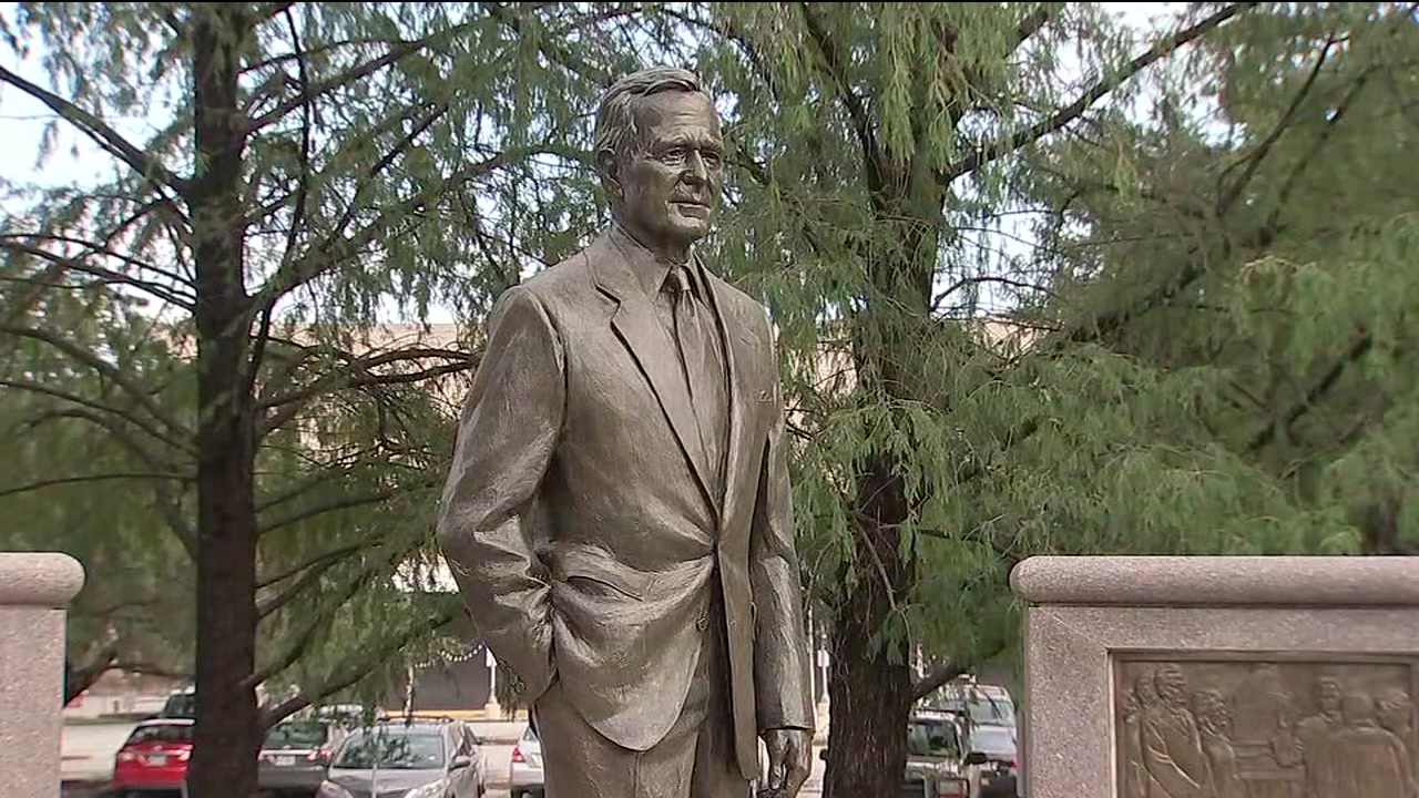 Tributes pour in to President George H.W. Bush