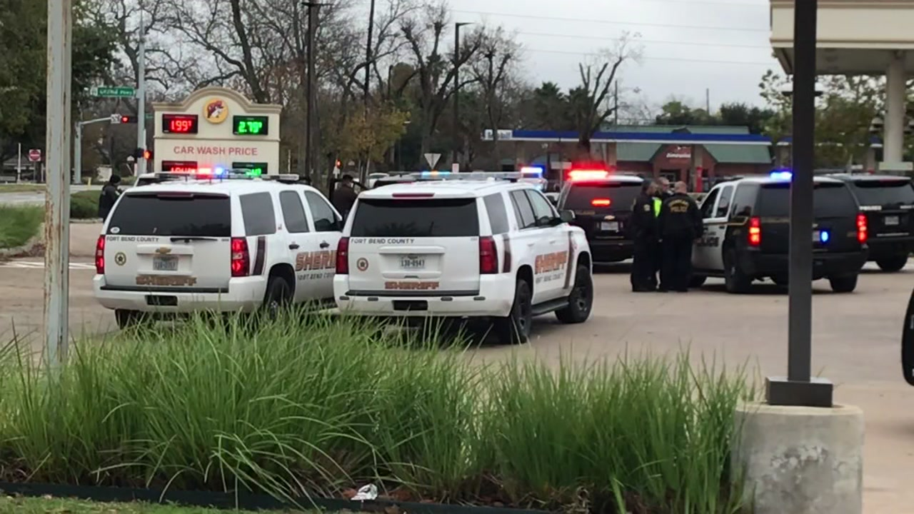 Standoff at Buc ees between police and man