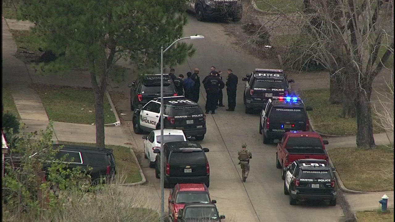 SWAT standoff underway in southeast Houston