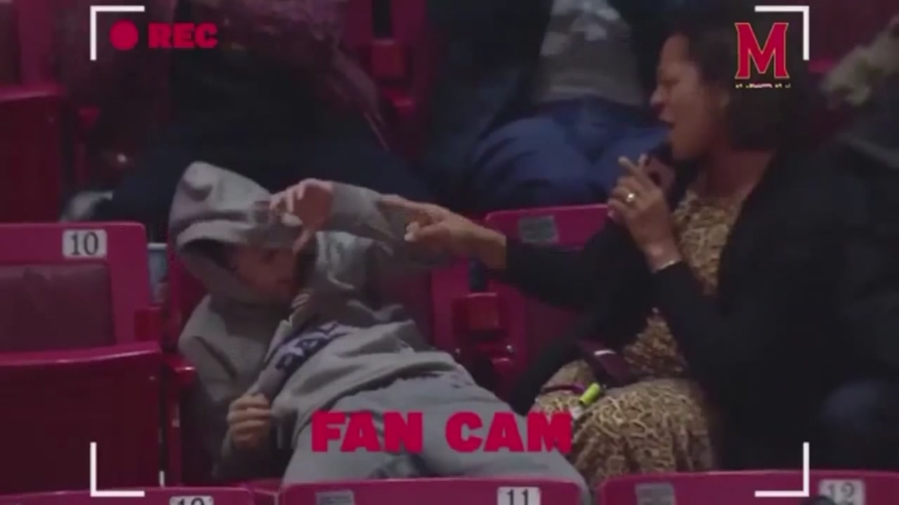 A mom managed to sing her heart out during a basketball game and embarrass her son in the process.