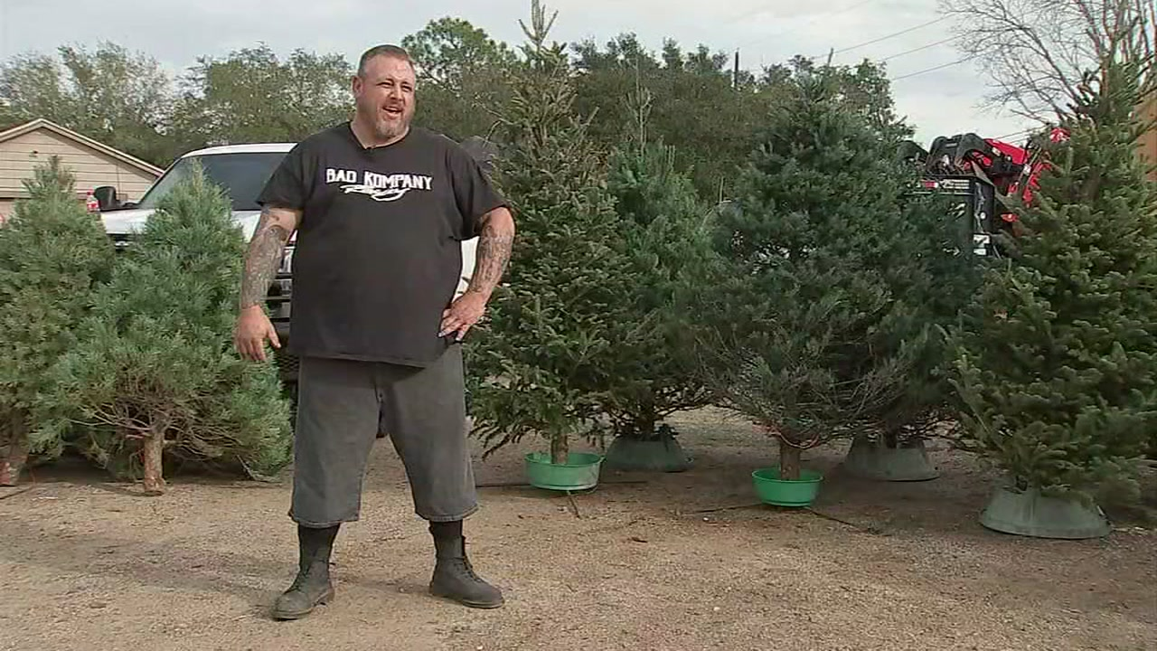 Wrecker drivers deliver Christmas trees to families in need