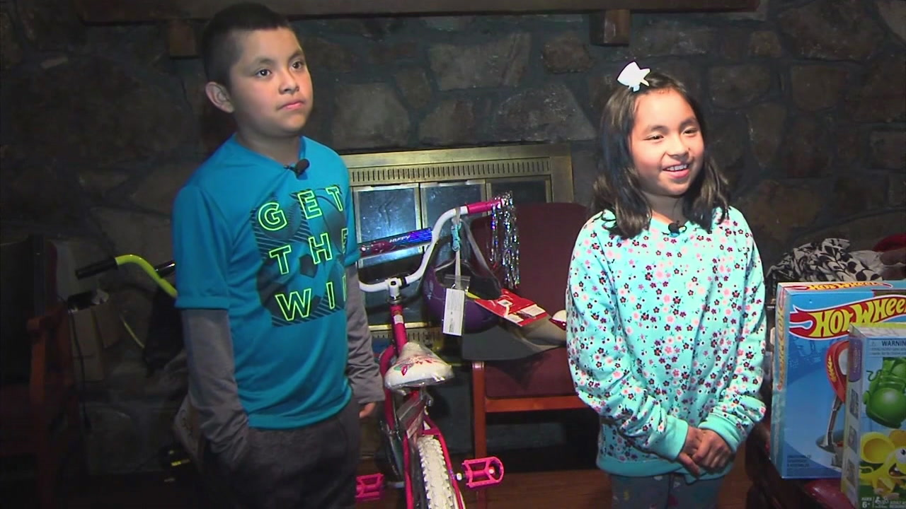 Authorities give gifts to brave kids who helped catch a robber