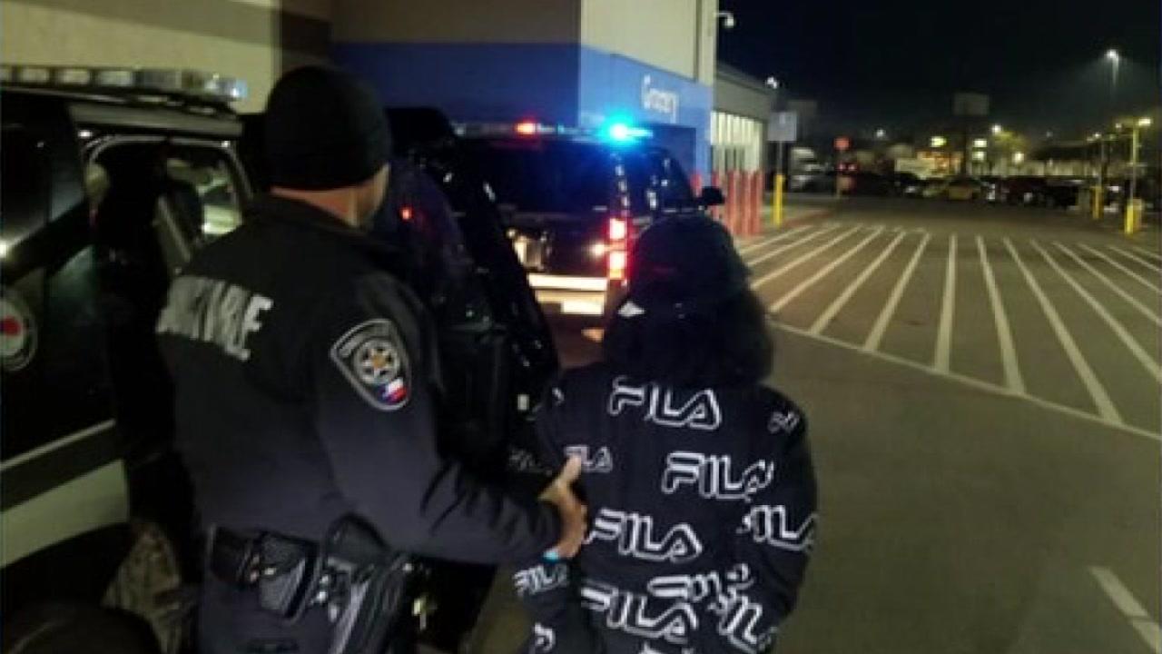 Women steal $2K from Walmart.