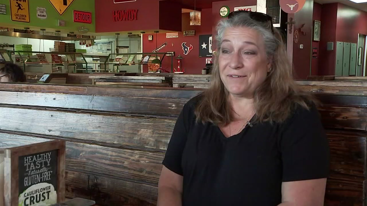 Double Daves Pizza gives back to customers before closing