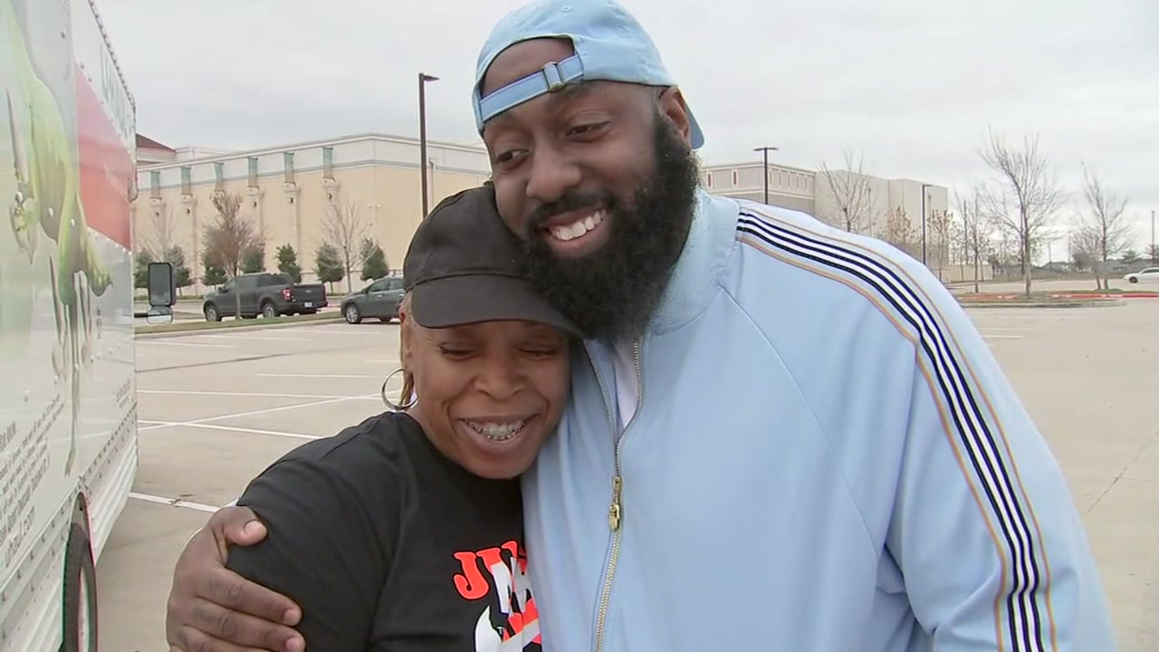 Trae tha Truth helps woman whose presents were stolen out of her trunk