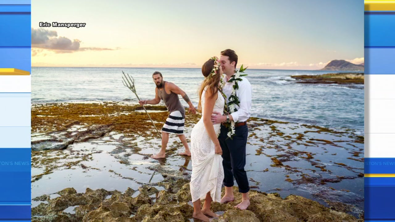 Aquaman crashes newlyweds wedding photo shoot