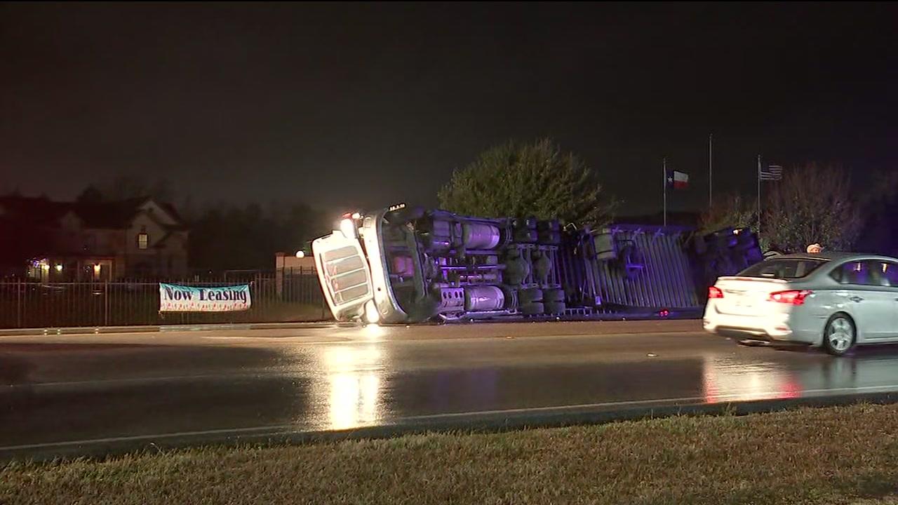18-wheeler overturned during major crash in northwest Harris Co.