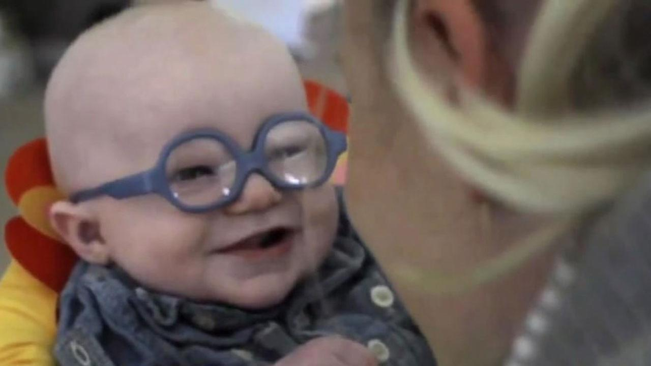 Watch Baby Sees Mom For First Time With Special Glasses  Abc13Com-9083
