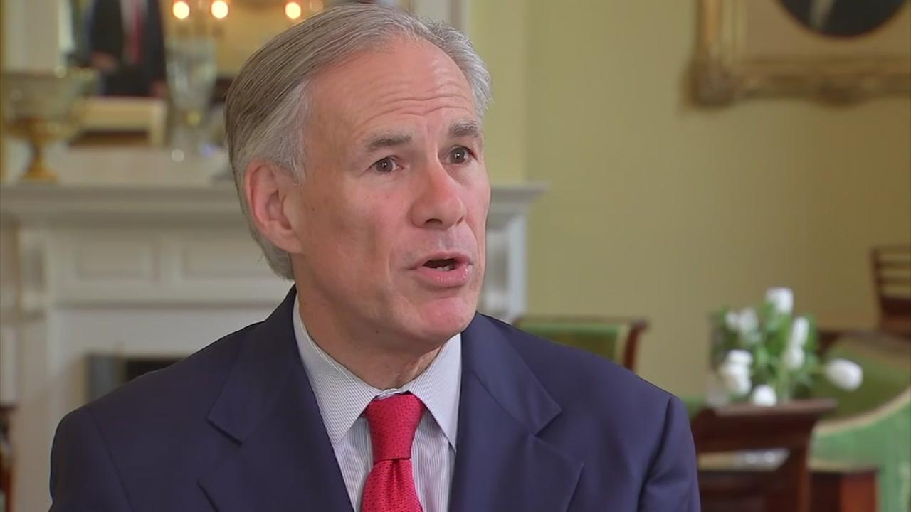 Texas governor's returns show no owed federal taxes in 2015