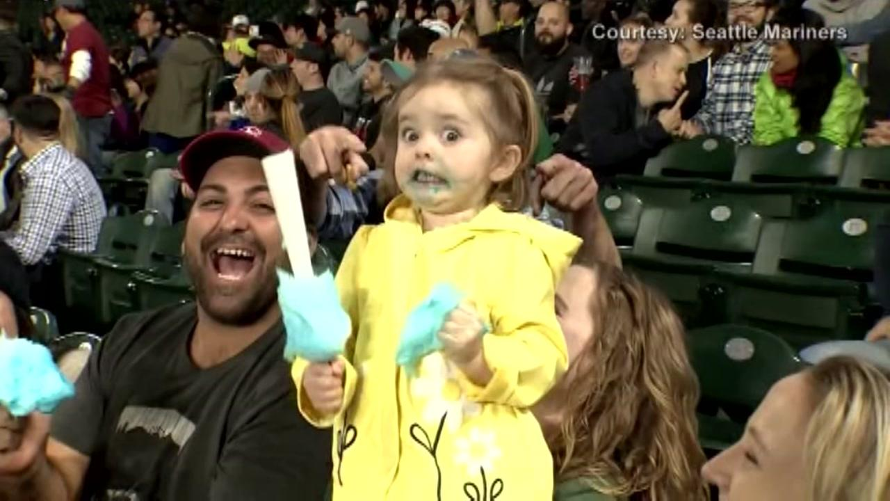 Meet Cotton Candy Girl the internet fell in love with