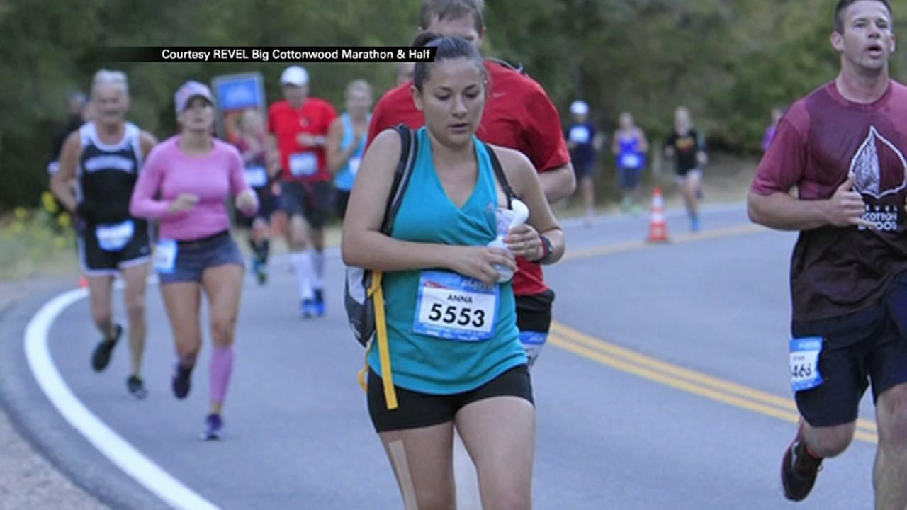 Mom breastfeeds during run