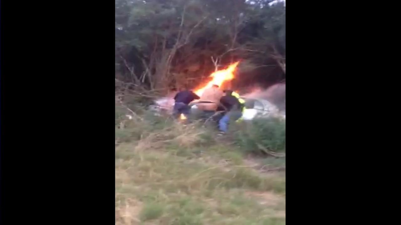 Car burns in Pearland