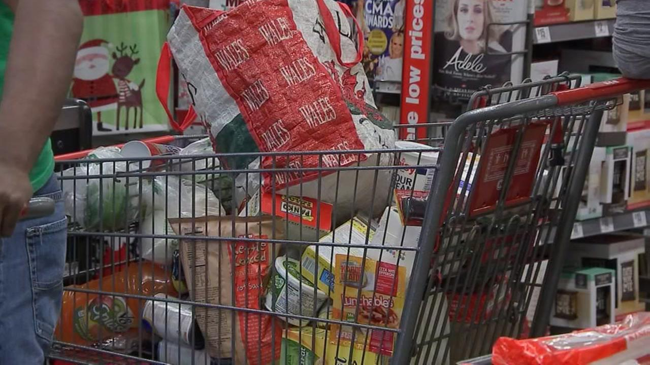 Grocery stores open on Christmas Eve and Christmas Day | abc13.com
