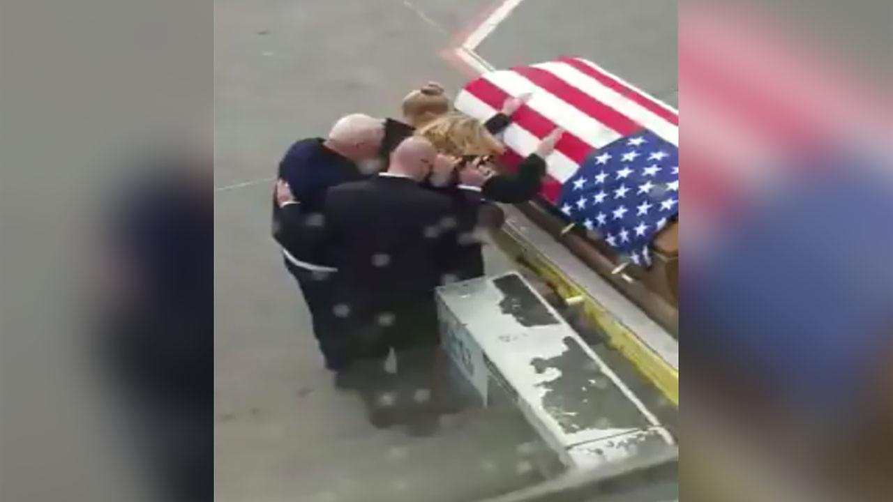 Heartbreaking video captures fallen soldiers homecoming 6abc m4hsunfo