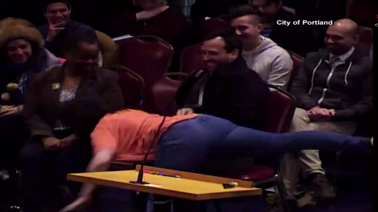 Interpretive dancer raises eybrows during city coucil meeting