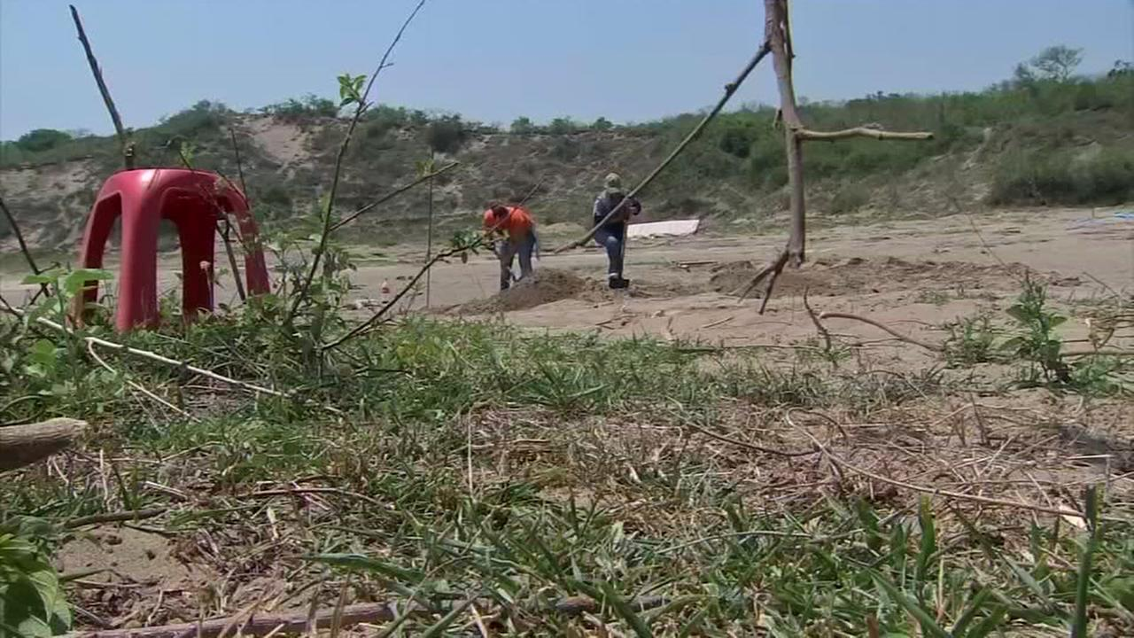 The search for victims of drug cartels buried in Mexicos mass graves
