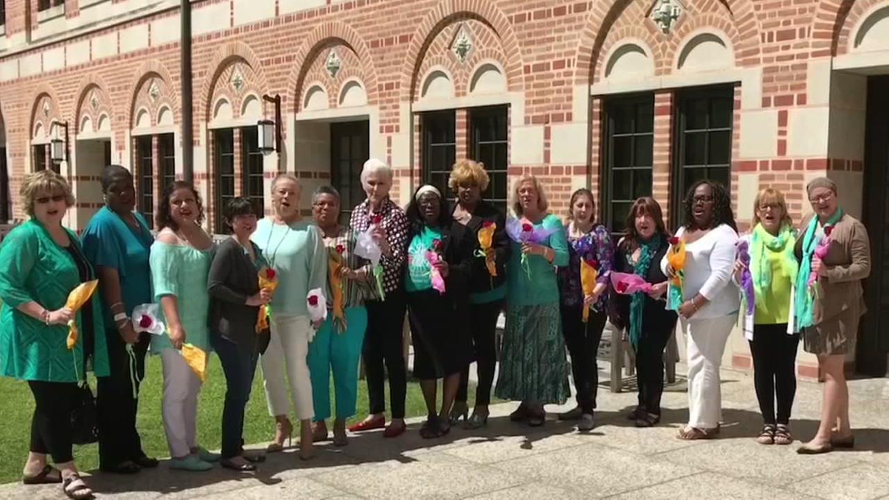 Raising awareness for World Ovarian Cancer Day