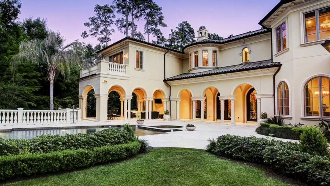 Massive mansion his the market in Piney Point