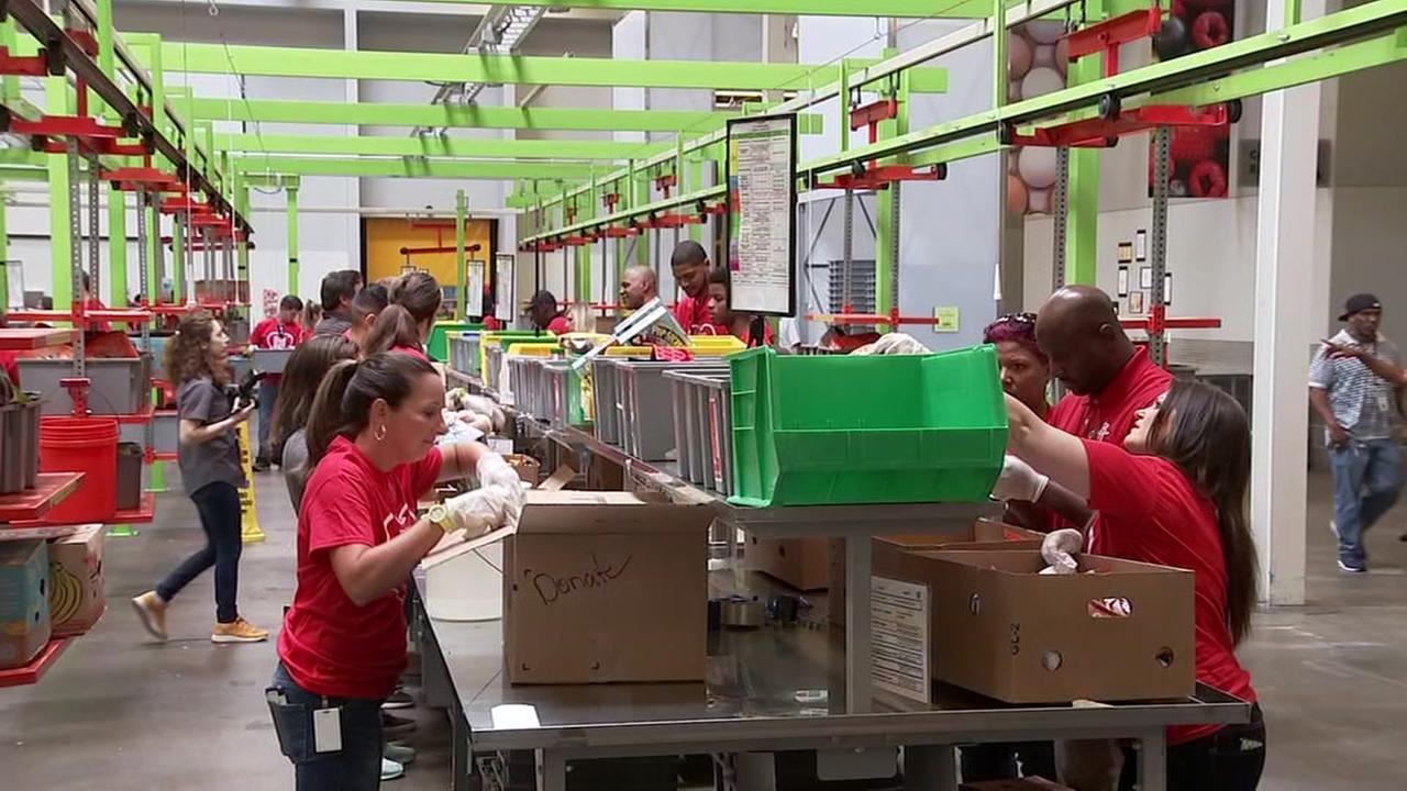 Rockets give back at Houston Food Bank