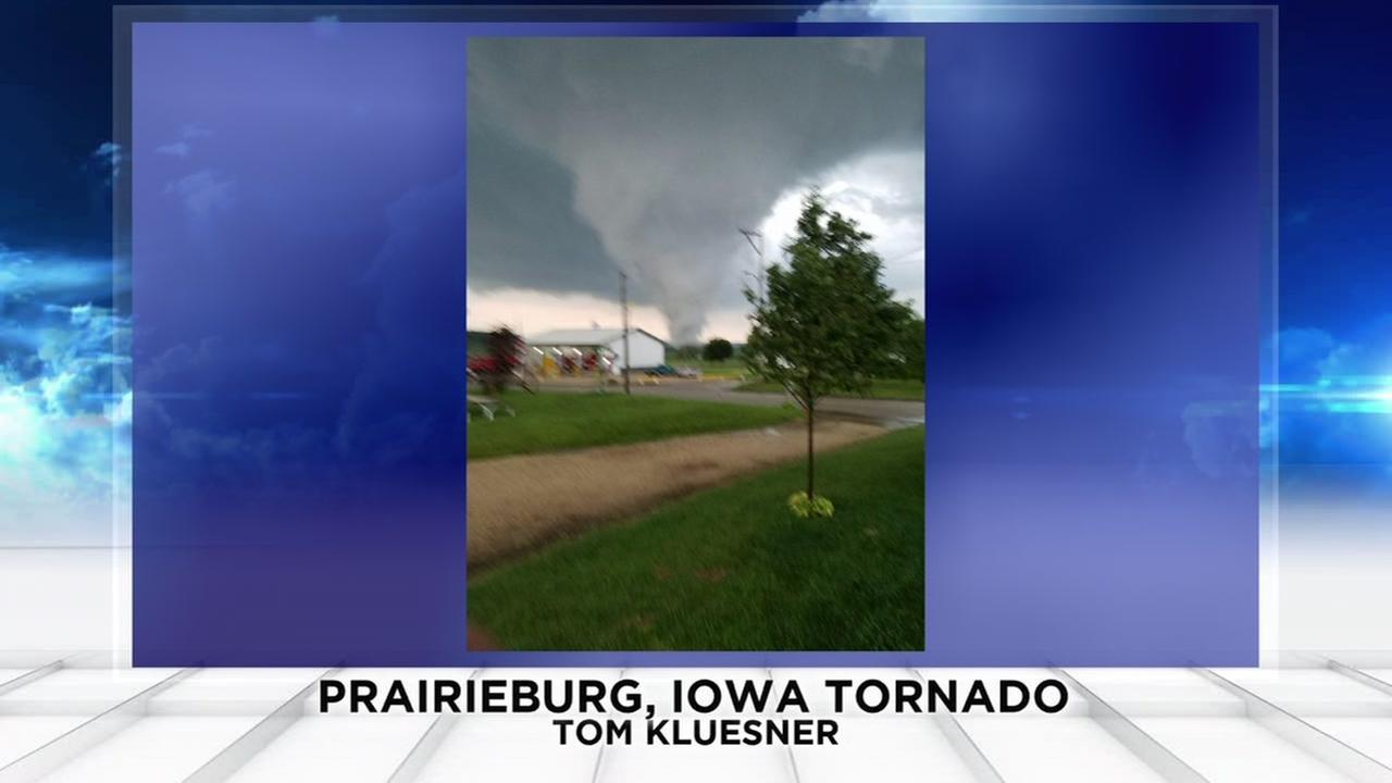 1 injured after tornado hit in Prairieburg, Iowa