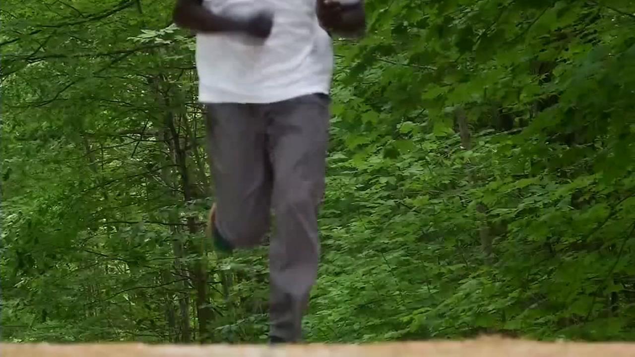 Marathon runner outruns two black bears