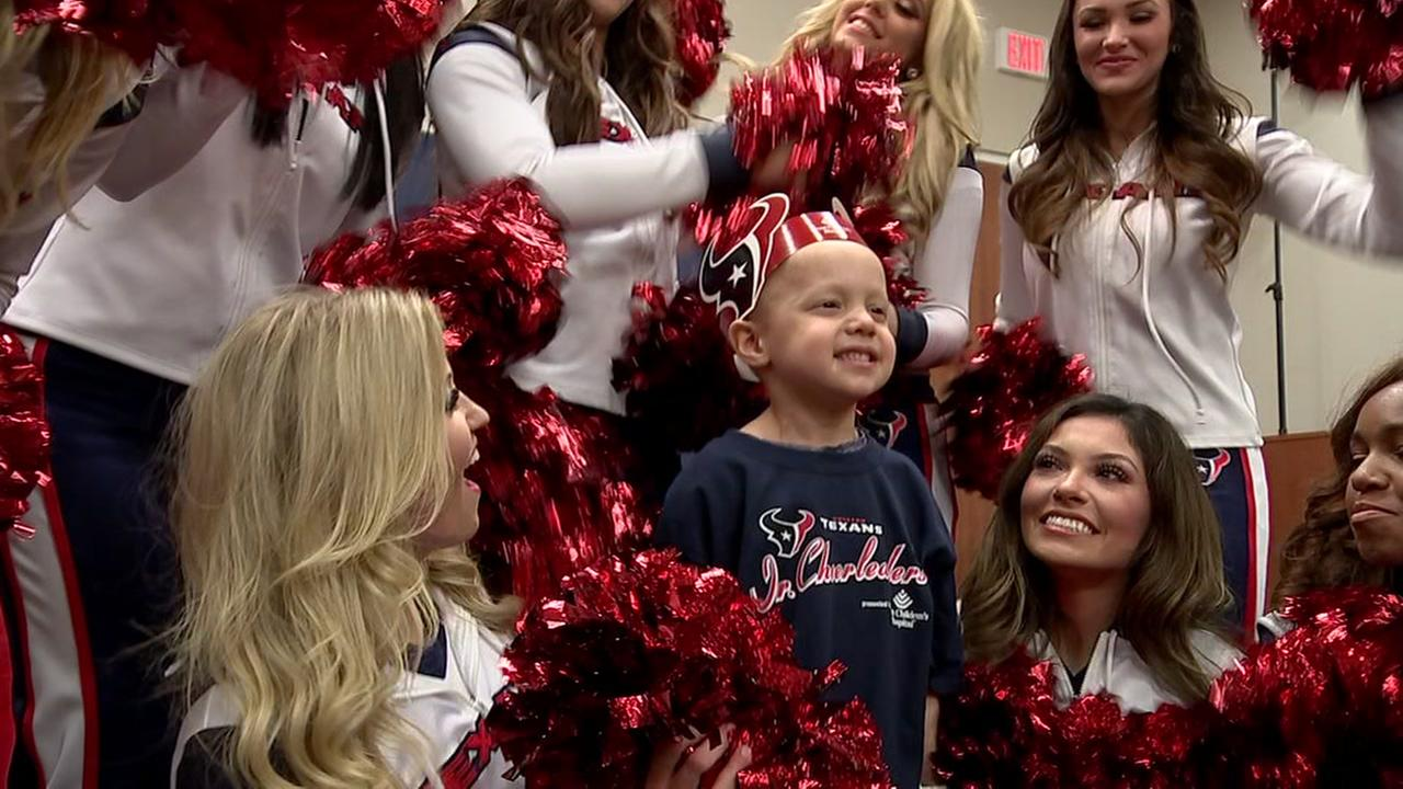 Texas Cheerleaders: From sidelines to the community