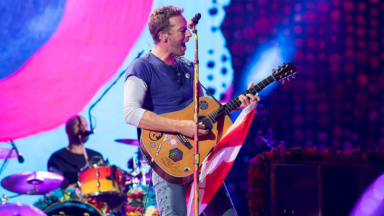 "Coldplay performs song ""Houston"" at Miami concert"